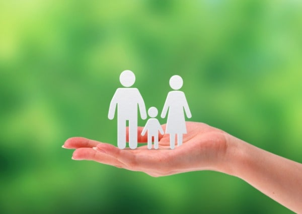 結婚後の保障を考える家族