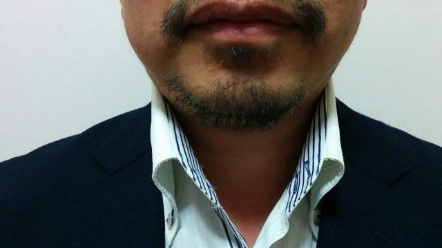 夕方には髭が濃い男性