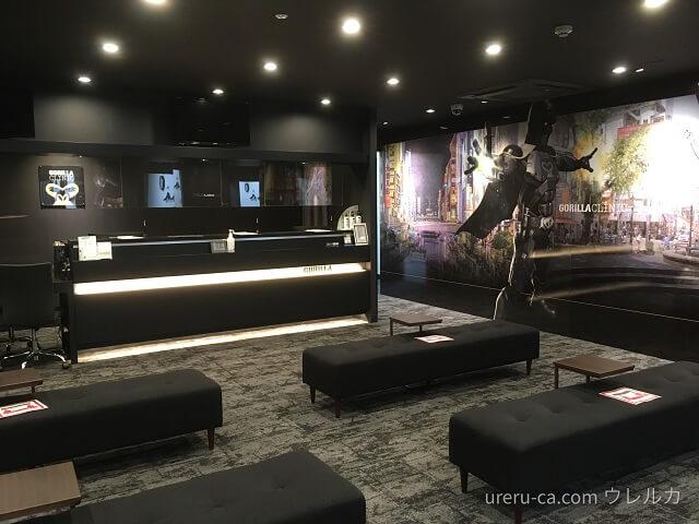 ゴリラクリニック大阪心斎橋院の待合室と受付は広々として居心地がいい