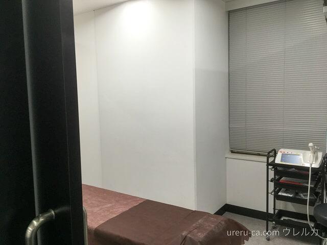 ゴリラクリニック大阪心斎橋院の施術室を横から撮ったところ