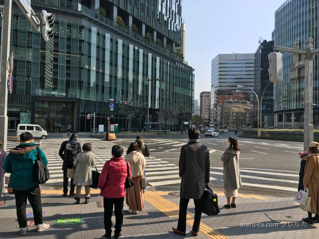 桜通出口を真っ直ぐ進むと、大きな交差点がある