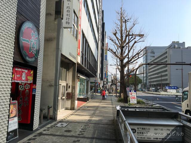 ジュンク堂書店とゴリラクリニックのビルの間には一蘭が