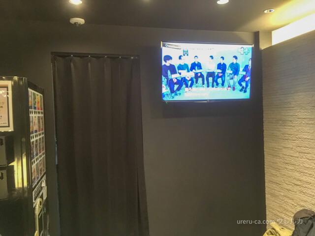 ゴリラクリニック名古屋栄院のモニターと自動販売機