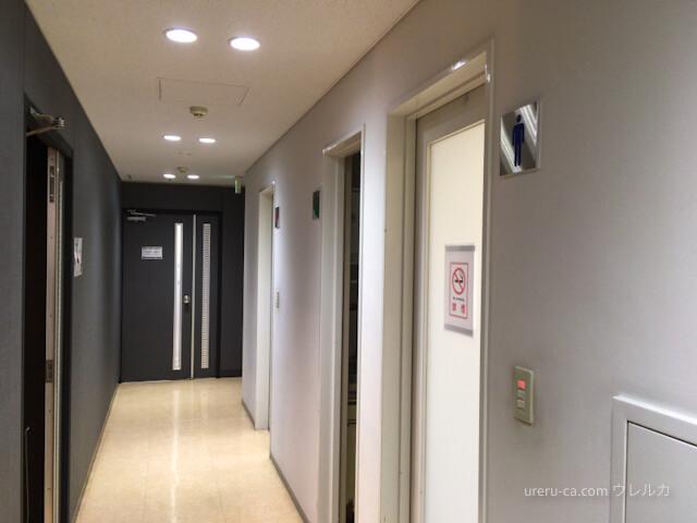 左側が入口で右側がトイレ