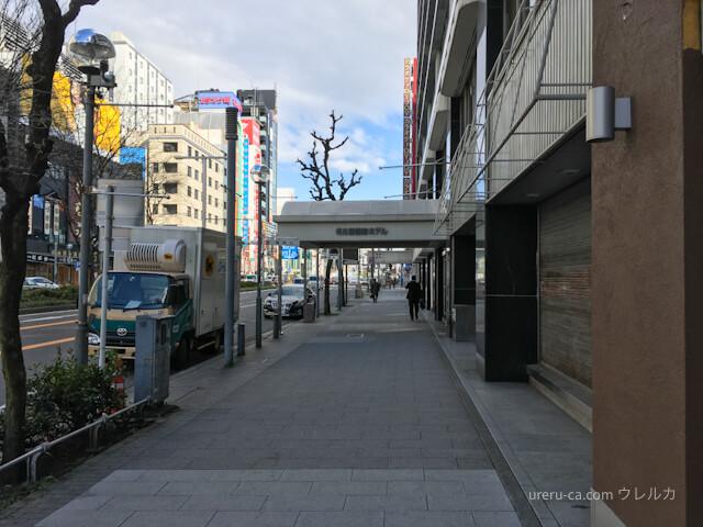 右に曲がると名古屋国際ホテルの入口が見える
