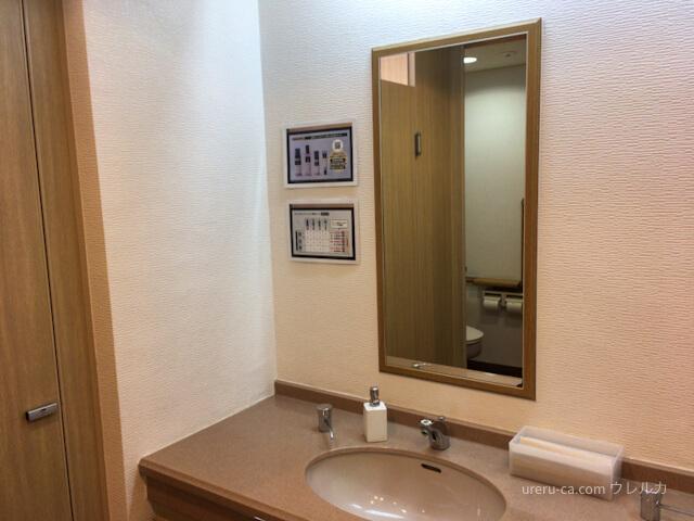 ゴリラクリニック京都烏丸院のビル3階にあるトイレの洗面器
