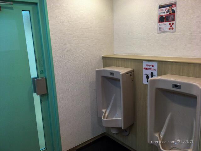 ゴリラクリニック京都烏丸院のビル3階にあるトイレの小便器
