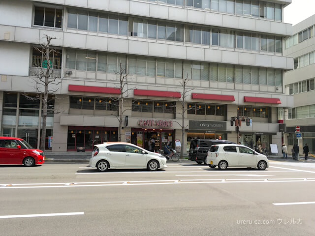 ゴリラクリニック京都烏丸院のある場所から反対側を見るとカフェベローチェがある